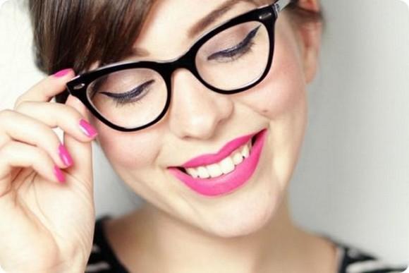Maquiagem para quem usa óculos - Ponto de Visão