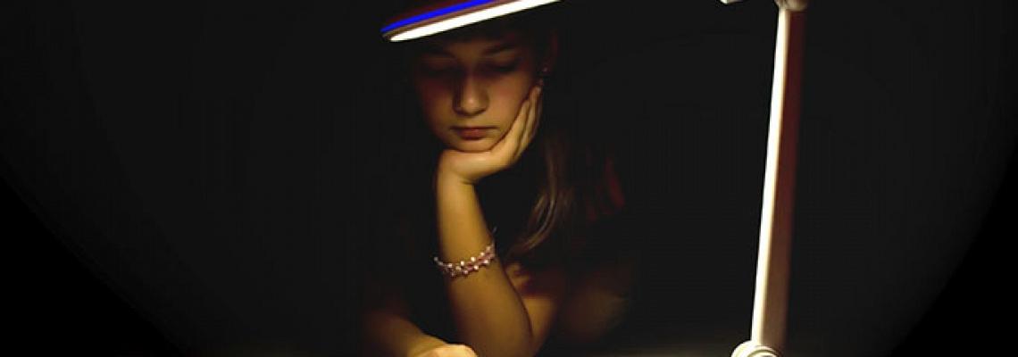 Mitos sobre ler no escuro - Ponto de Visão