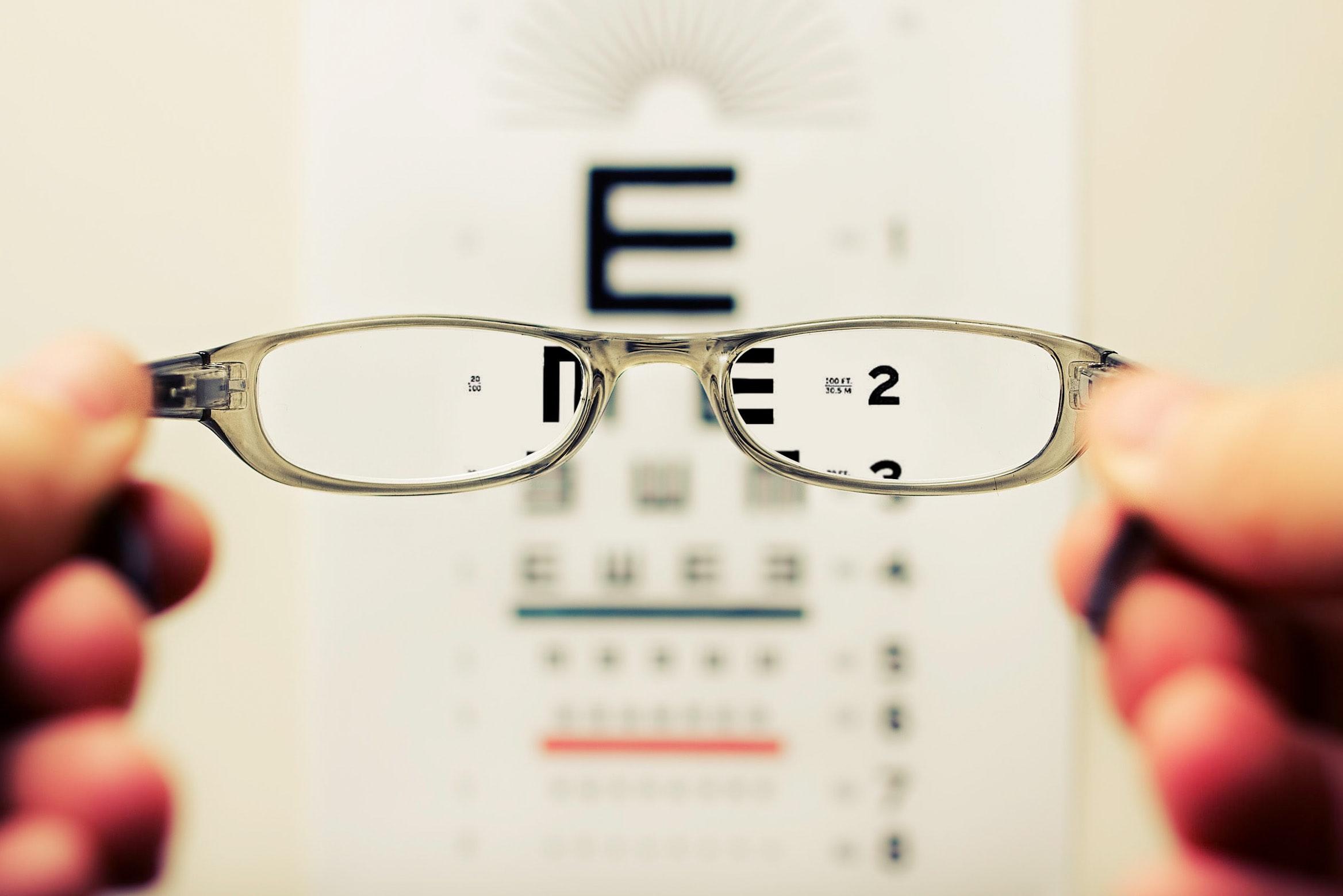2 tipos de tratamentos de lentes para óculos de grau
